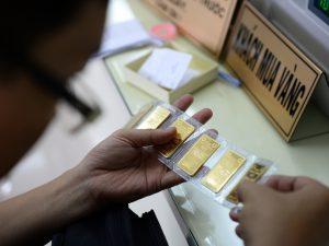 Giá USD hạ nhiệt, vàng tăng vọt