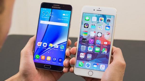 iPhone 7 Plus và Galaxy Note 7 được mang ra so sánh với nhau.