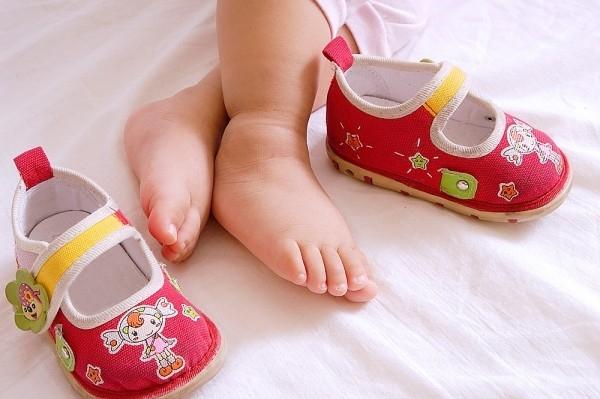 Cách chọn giày dép cho bé