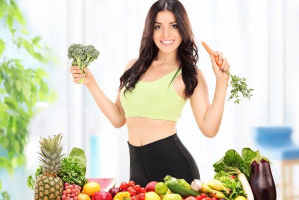 Cô gái ăn nhiều rau